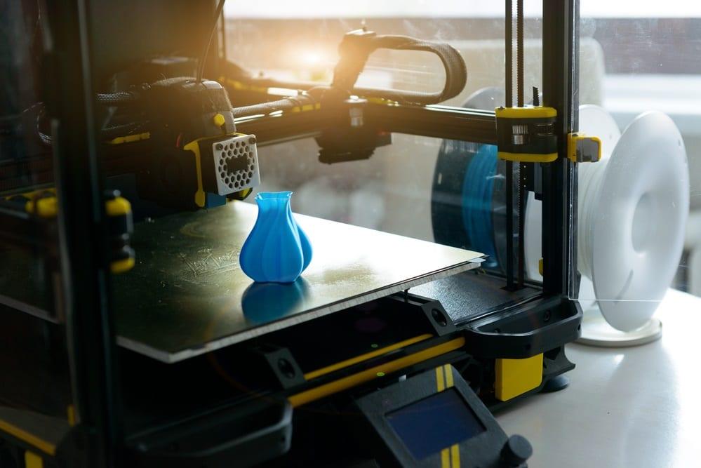 impresora 3d moderna y filamento