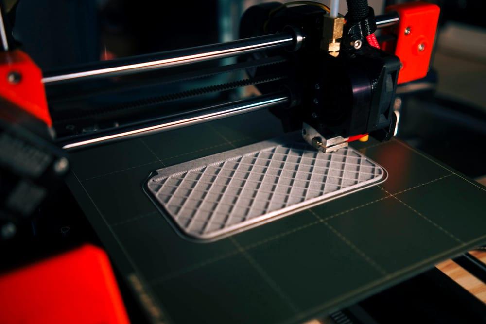 Máquina de impresión 3D que hace el modelo de prototipo 3D con material de resina. La alta tecnología para el método de prototipo rápido por la máquina de impresión 3D - imprimir con resina