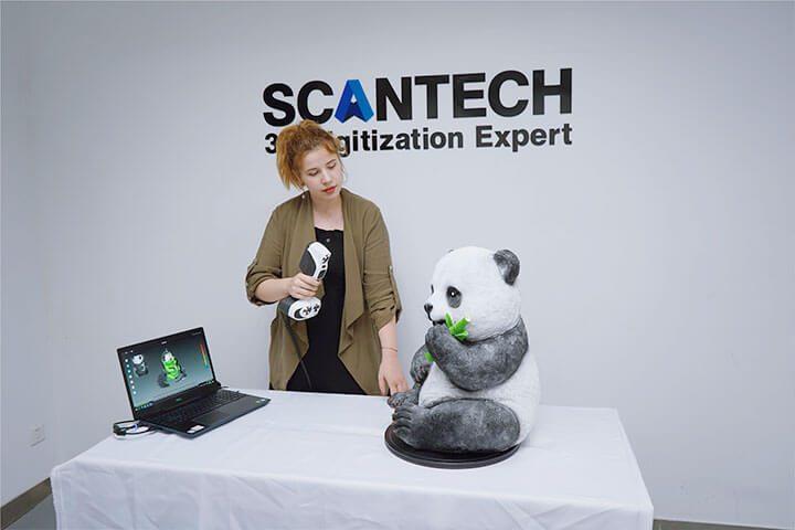 Escaner 3D Color SCANTECH iREal 2E trabajando con panda